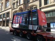 Die alte Schönbüel-Gondel kam auf einem Lastwagen in Basel an. (Bild: pd)