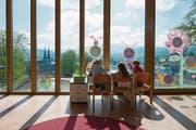 Der Luzerner Regierung will weniger an die Volksschulen zahlen. Im Bild das Schulhaus Felsberg. (Bild: Dominik Wunderli (Luzern, 19. April 2016))