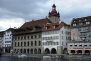 Archivbild: Das Luzerner «Am-Rhyn-Haus» an der Reuss, direkt neben dem Rathaus. (Bild: Boris Bürgisser / Neue LZ)