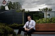 Thermoplan-Chef Adrian Steiner auf dem Dachgarten des neu erstellten Firmengeländes. (Bild: Nadia Schärli / Neue LZ)