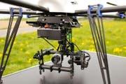 Mit einer solchen Drohne werden Rehkitze aufgespürt und können so vor dem sicheren Tod gerettet werden. (Bild: www.rehkitzrettung.ch)