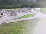 Teile des Golfplatzes wurden überflutet und mit Geröll zugedeckt. (Bild: Hans Grüter)