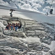 Der Gletscher-Sessellift «Ice Flyer» am Titlis. (Bild Pius Amrein)