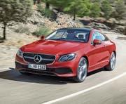 Dem Mercedes-Benz E-Coupé wird eine elegante zweitürige Karosserie attestiert, die ohne Ecken und Kanten auskommt. (Bild: pd)