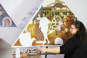 Silvia Linder malt eine Kopie des Bildes «Zwei Liebende». (Bild: Eveline Beerkircher)