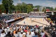 5. Wettkampftag gestern im Luzerner Lido: Beachvolleyball vom Feinsten begeistert die Fans auf den oft bis auf den letzten Platz gefüllten Tribünen. (Bild Philipp Schmidli)