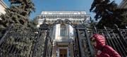 Eingang zur Bank Rossii, der Zentralbank Russlands in Moskau. (Bild: Andrey Rudakow/Bloomberg (13. März 2015))