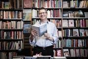 Die Hirschmatt Buchhandlung hat im letzten Jahr die besten Umsatzzahlen seit 20 Jahren gemacht. Im Bild Geschäftsleiter Jörg Duss. (Bild: Manuela Jans / Neue LZ)