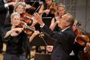 Das Eröffnungskonzert: Claudio Abbado dirigiert im KKL das Lucerne Festival Orchestra. (Bild: Lucerne Festival/Georg Anderhub)