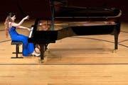 In jeder Hinsicht ein spektakulärer Abschluss: die armenische Pianistin Nareh Arghamanyan (27) gestern im KKL-Konzertsaal. (Bild: LF/Peter Fischli)