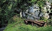 In einer scharfen Kurve an der Hinterbergstrasse liegt versteckt das Denkmal für die am 3. Mai 1798 gefallenen Walchwiler. (Bilder Stefan Kaiser)