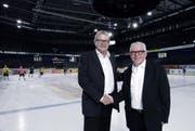 Der EVZ gründet eine Nachwuchs-Academy. EVZ-Präsident Roland Staerkle, links, und Geldgeber Hans-Peter Strebel freuen sich. (Bild: Werner Schelbert / Neue ZZ)