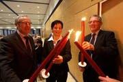 Die drei Regierungsratskandidaten der CVP Nidwalden haben den Wahlkampf entflammt: (v.l.) Alois Bissig, Maria Wyrsch und der bisherige Regierungsrat Hugo Kayser. (Bild Roger Zbinden/Neue NZ)