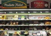 In Frankreich ist das Angebot an Halal-Fleisch gross: im Bild Halal-Produkte in einer Metzgerei. (Bild: Getty)