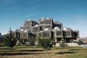 Die Nationalbibliothek des Kosovo in Pristina wurde 1982 eröffnet. Sie ist eines der Wahrzeichen der Hauptstadt. (Bild: Katharina Brenner)