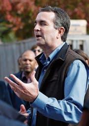 Ralph Northam kandidiert bei der Gouverneurswahl in Virginia für die Demokratische Partei. (Bild: Steve Helber/AP (Sterling, 4. November 2017))