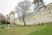 Der Untergrund der Museggmauer soll unter Schutz gestellt werden. Der Grosse Stadtrat will damit das Parkhaus Musegg verhindern. Die Museggmauer in der Stadt Luzern am Samstag, 18. November 2017. (Bild: Philipp Schmidli (Luzern, 18. November 2017))