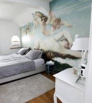 Ein Blick in ein Airbnb-Zimmer. Wer im Kanton Schwyz ein Airbnb-Zimmer vermietet, soll künftig auch Kurtaxen bezahlen. (Bild: Archiv Neue ZZ (Symbolbild))