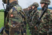 Die geplante Umstrukturierung der Armee-Führung sorgt für Aufregung. Im Bild: Infanterie-Soldaten in Colombier. (Bild: Keystone/Christian Beutler)
