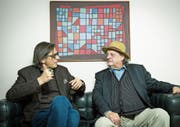 Mundart-Poet Pedro Lenz spricht mit Stiller-Has-Frontmann Endo Anaconda (r.) über dessen neues Album. (Bild: Chris Iseli (17. Februar 2017))