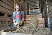 Markus Schmid, Bauer aus Kottwil, ist stolz auf seine Ernte. (Bild: Eveline Beerkircher (26. Oktober 2017))
