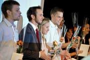 Ariella Kaeslin (Mitte) gehört zu den prominentesten Absolventen der Maturitätsschule für Erwachsene in Reussbühl. Unser Bild zeigt sie bei der Diplomübergabe im Juni dieses Jahres. (Bild Pius Amrein)