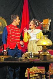 Kammerdiener (Andreas Büchler) und Probiermamsell Pepi (Désirée Pauli) sind in «Wiener Blut» zu sehen. (Bild: PD)