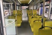 So sieht es im Innern des Elektrobusses «Urbino 12» aus. (Bild: David von Moos/luzernerzeitung.ch)
