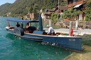Da selbst gebaute Boot am Gersauer Ufer. (Bild Andreas Seeholzer)
