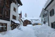 Andermatt ist eingeschneit. Wegen der Lawinengefahr ist die Gemeinde verkehrstechnisch abgeschottet. Die Schneeräumung erfolgt nur minimal. (Bild: PD/Andermatt Swiss Alps AG (Andermatt, 22. Januar 2018))