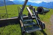 Masten und Rollen der stillgelegten Schönbüel Sesselbahn, welche verkauft werden soll (Bild: Markus von Rotz / OZ)