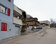 Der Gemeinderat will die Strasse beim Rösslistutz sanieren. (Bild: Elias Bricker (Springen, 18. Dezember 2015))