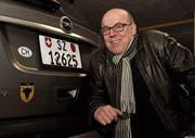 Seine Liebe zu Uri bringt Erwin Indergand auch an seinem fahrbaren Untersatz zum Ausdruck: Bereits das vierte Auto der Familie trägt einen Uristier-Aufkleber am Heck. (Bild: Urs Hanhart (Brunnen, 6. Januar 2018))