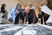 Zu seiner Ausstellung im Nidwaldner Museum erscheint ein Sonderplakat, das Christian Philipp Müller an der Vernissage persönlich signierte. (Bild: PD)