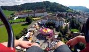 Freier Blick zuoberst auf dem Turm hinüber zum Kloster. (Bild: Youtube/K1ngda Ka88)