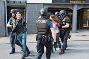 Polizei übt in Sarnen Ernstfall mit Waffeneinsatz. (Bild: Robert Hess (Sarnen, 27. September 2017))
