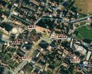 Da liegt sogar das Street-View-Männlein flach: Virtuelle Strassenabsperrungen zeigen die Sperrzone. (Bild: Fotomontage BdU)