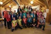 Die strahlenden Siegerinnen und Sieger der 10. Urner OL-Schulsportmeisterschaft. (Bild: PD)