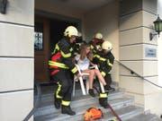 Schonende Rettung mit einem Stuhl. (Bild: Feuerwehr Stützpunkt Schwyz)