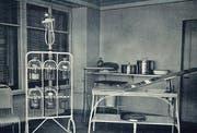 Ein Blick ins Operationszimmer im selben Jahr. (Bild: Staatsarchiv Nidwalden)