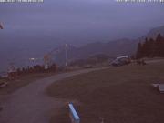 Am Abend werden die Überreste des Deltaseglers auf einen Kleinbus verladen. (Bild: Webcam Rigi Scheidegg)