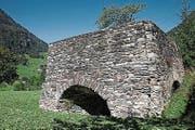 Der 1966 restaurierte Schmelzofen bei der Talstation der Luftseilbeilbahn Bristen–Golzern soll die Basis für eine eindrückliche Freilichtspiele-Kulisse im Maderanertal bilden. (Bild: PD)