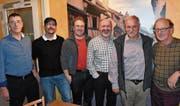 Sie bringen es gemeinsam auf total 125 Jahre Aktivmitgliedschaft: (von links) Toni Arnold (15 Jahre; neues Ehrenmitglied), Beat Furrer (10), Fabian Wyrsch (10), Markus Ziegler (30), Kurt Gisler (40) und Alois Arnold (20). (Bild: Georg Epp (Flüelen, 2. Dezember 2017))