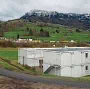 Die Asylunterkunft soll frühestens 2019 ersetzt werden. (Bild: Dominik Wunderli (Küssnacht, 18. Januar 2018))
