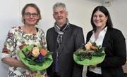 SGA-Präsident Markus Gebs mit der abgetretenen Verwaltungsrätin Anja Wild (links) und der neuen Verwaltungsrätin Arlette Gisler. (Bild: Urs Hanhart (Altdorf, 22. März 2018))
