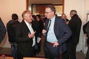 CVP-Parteipräsident Bruno von Rotz (links) im Gespräch mit Jürg Berlinger. (Bild: Roger Zbinden (Sarnen, 4. März 2018))