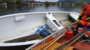 Das Boot wird zurück an Land gebracht. (Bild: Feuerwehr Lauerz)