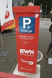 Seit zwei Jahren kann man beim Bahnhof Stans Strom tanken. (Bild: PD)