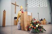 Der Churer Bischof Vitus Huonder bei der Einweihung der Kirche Bonstetten. (Bilder Philipp Unterschütz/Dominique Andereggen)