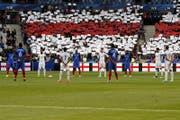 Schweigeminute zum Gedenken an die Opfer des Terroranschlages in Manchester im Stade de France in Paris. (Bild: EPA (13.06.2017, Paris))